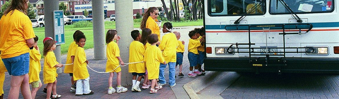 2001_kids_boarding_bus_at_bts.J.jpg