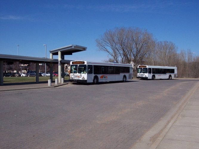 2007_buses_with_new_and_old_paint_jobs_at_bts.jpg