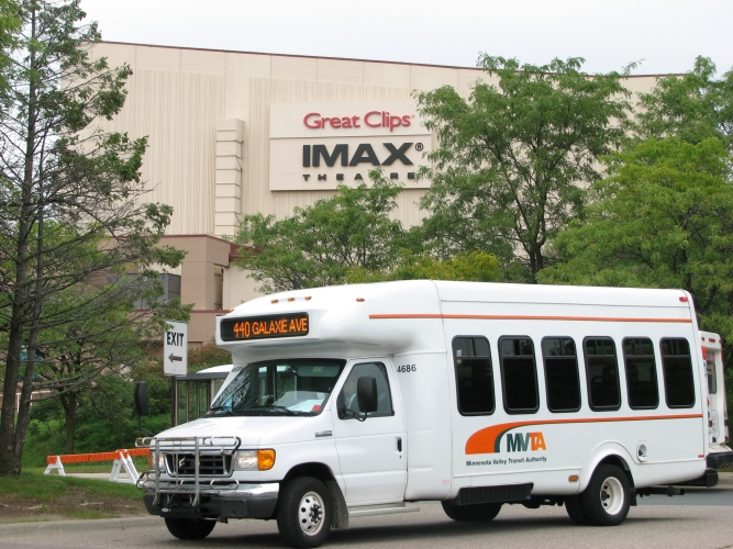 2008_bus_in_front_of_imax_at_zoo.jpg